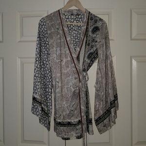 BCBG 100% Silk Kimono size M, Paisley and Boho!